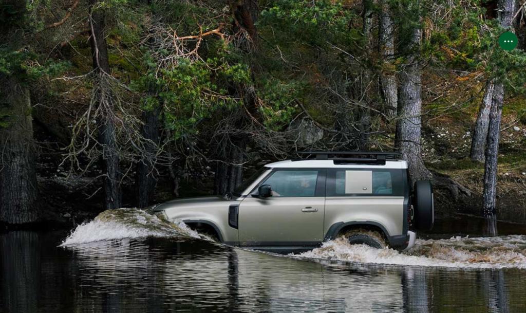 川を走る新型ランローバーディフェンダー