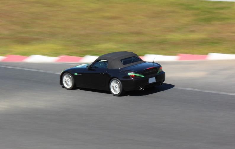 S2000でサーキットを走っている様子